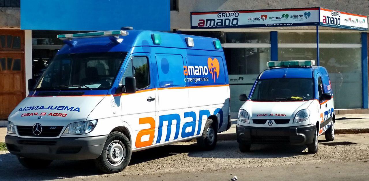 P1020111_2_ambulances
